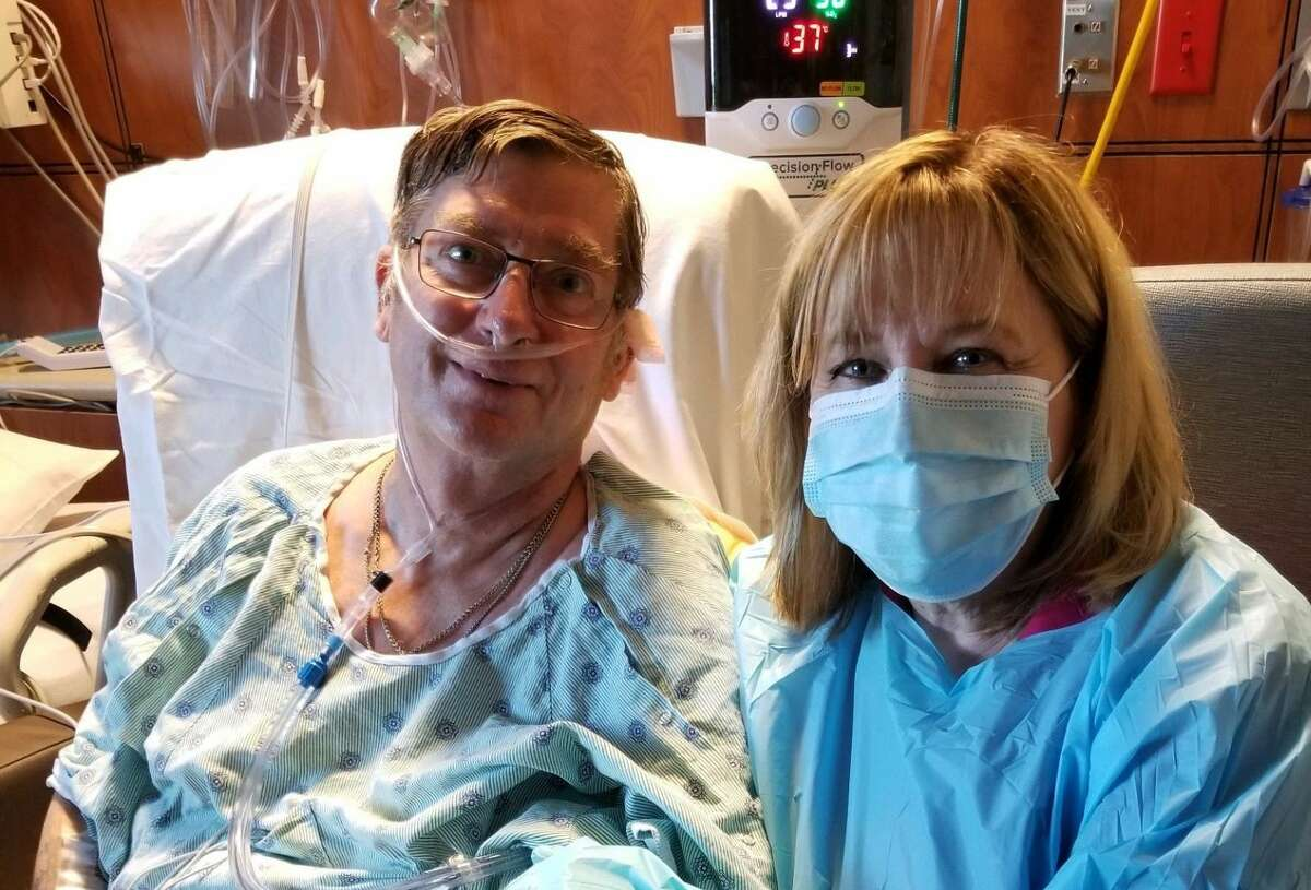 After a hiking trip to Colorado, Houstonian Mark Kuitert began experiencing shortness of breath. Even though in perfect health before COVID-19, he ultimately ended up having to undergo a double lung procedure.