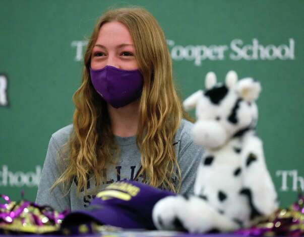 Adelaide Herman smiles after signing to dive for Williams College during a National Signing Day ceremony at The John Cooper School, Wednesday, Feb. 3, 2020, in The Woodlands. Photo: Jason Fochtman, Staff Photographer / 2021 © Houston Chronicle