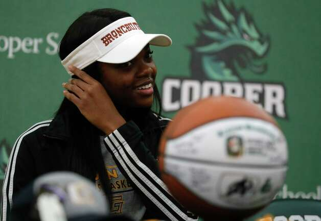 Ajailah Ogiemwonyi removes her mask during a National Signing Day ceremony at The John Cooper School, Wednesday, Feb. 3, 2020, in The Woodlands. Ogiemwonyi signed to play basketball for Garden City Community College. Photo: Jason Fochtman, Staff Photographer / 2021 © Houston Chronicle