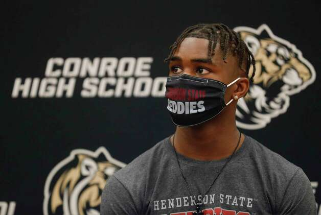 Cameron Hilliard is seen wearing a Henderson State face mask during a National Signing Day ceremony at Conroe High School, Wednesday, Feb. 3, 2020, in Conroe. Hillard signed to play football for Henderson State. Photo: Jason Fochtman, Staff Photographer / 2021 © Houston Chronicle