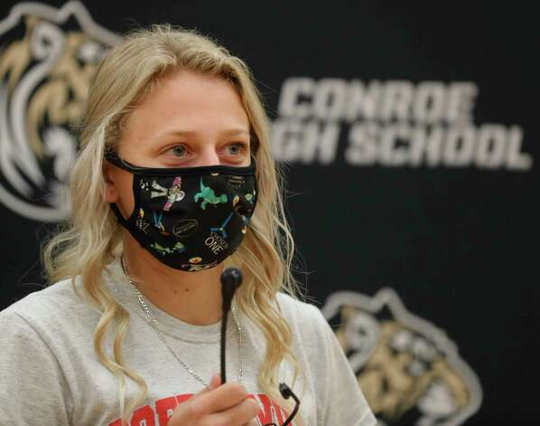 Myranda Lewis speaks after signing to play softball for Coffeyville Community College during a National Signing Day ceremony at Conroe High School, Wednesday, Feb. 3, 2020, in Conroe. Photo: Jason Fochtman, Staff Photographer / 2021 © Houston Chronicle
