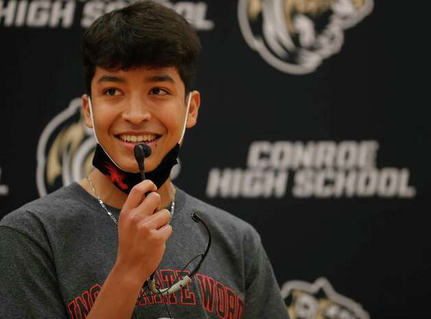 Eric Pineda speaks after signing to run track for the University of Incarnate Word during a National Signing Day ceremony at Conroe High School, Wednesday, Feb. 3, 2020, in Conroe. Photo: Jason Fochtman, Staff Photographer / 2021 © Houston Chronicle