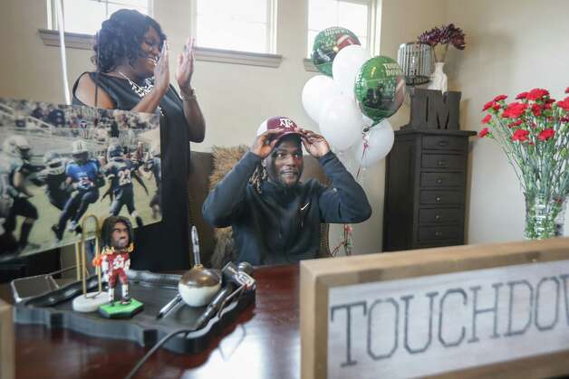 LJ Johnson, Cy-Fair running back announced his commitment to Texas A&M on National Signing Day to the delight of his mother, Alessia Johnson Wednesday, Feb. 3, 2021, in Cypress. Photo: Steve Gonzales, Staff Photographer / © 2021 Houston Chronicle