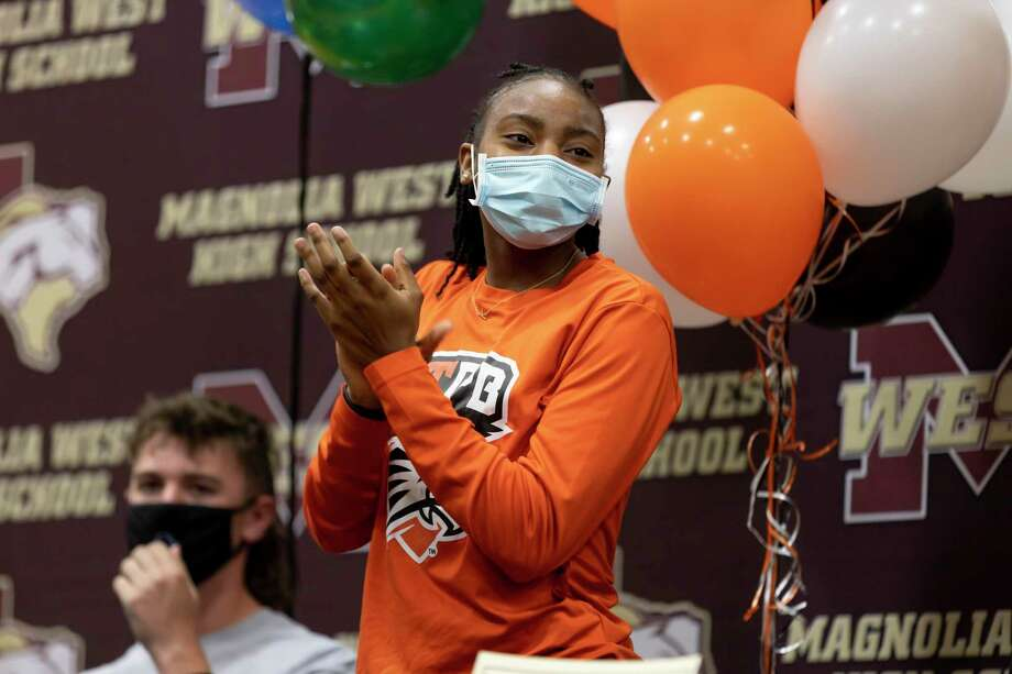 Kamari Portalis claps after her coach Darcie Moore recalls her basketball stats during her time on the basketball team before she signs to UTPB during National Signing Day at Magnolia West High School, Wednesday, Feb. 3, 2021, in Magnolia. Photo: Gustavo Huerta, Houston Chronicle / Staff Photographer / Houston Chronicle © 2021