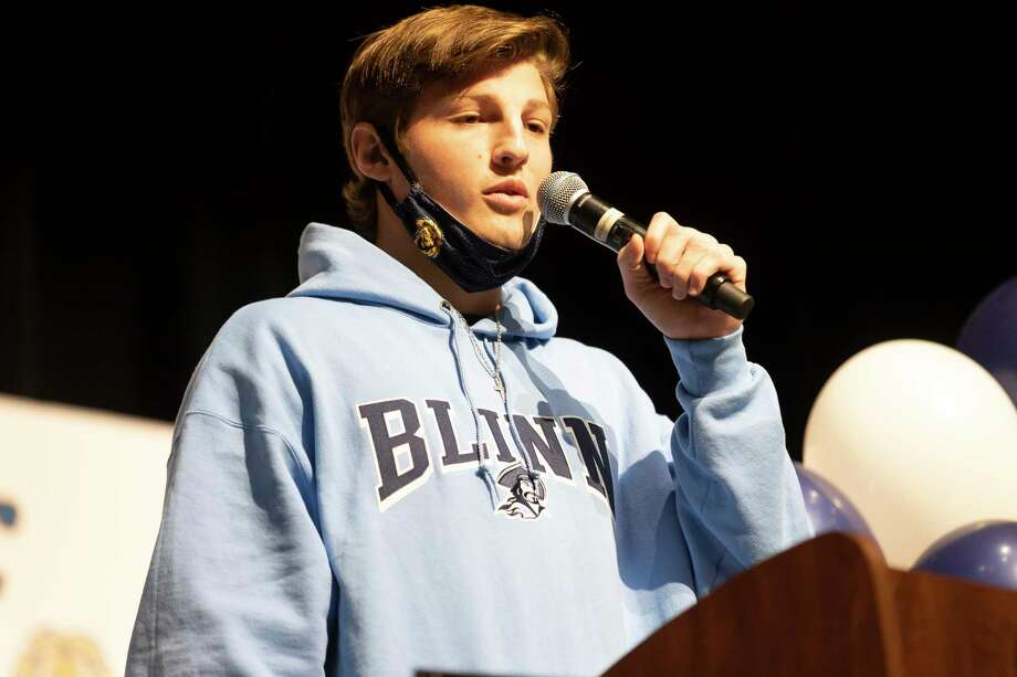 Dayeton Sweeting thanks his coaches for their help in his athletic journey before she signs to Blinn College during National Signing Day at Lake Creek High School, Wednesday, Feb. 3, 2021, in Montgomery. Photo: Gustavo Huerta, Houston Chronicle / Staff Photographer / Houston Chronicle © 2021