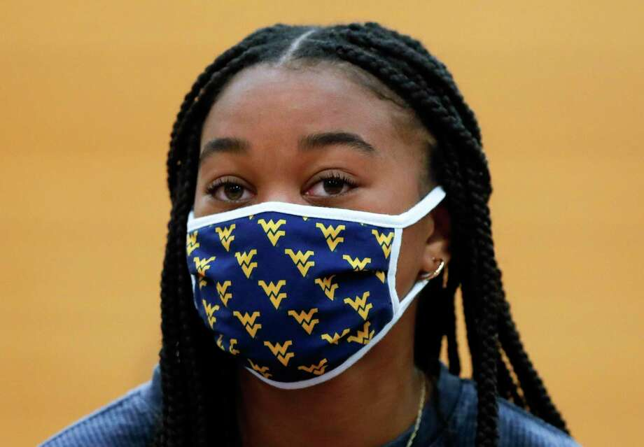 Samone Knight wears a West Virginia themed face mask after signing with the school to play soccer during a National Signing Day ceremony at The Woodlands High School, Wednesday, Feb. 3, 2020. Photo: Jason Fochtman, Houston Chronicle / Staff Photographer / 2021 © Houston Chronicle
