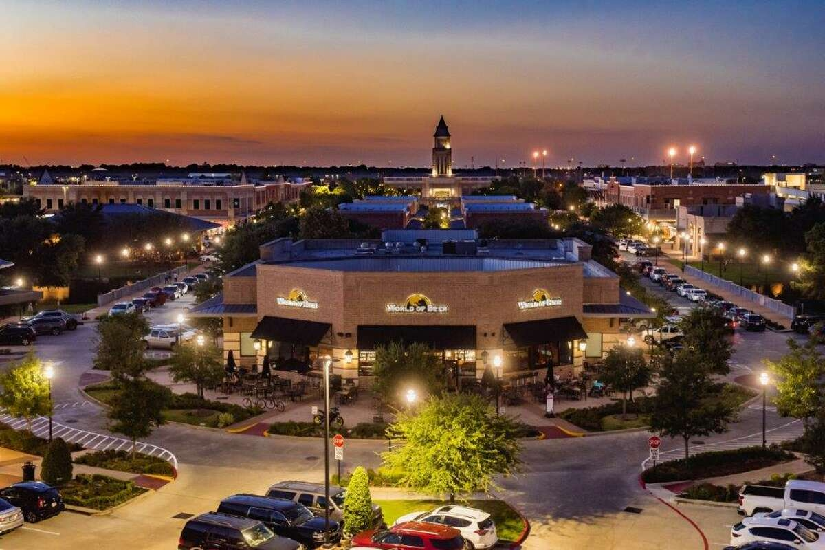 Evergreen Commercial Realty has been selected by POAG Shopping Centers to handle retail leasing for LaCenterra at Cinco Ranch, a mixed-use development at the Grand Parkway and Cinco Ranch Boulevard in Katy.