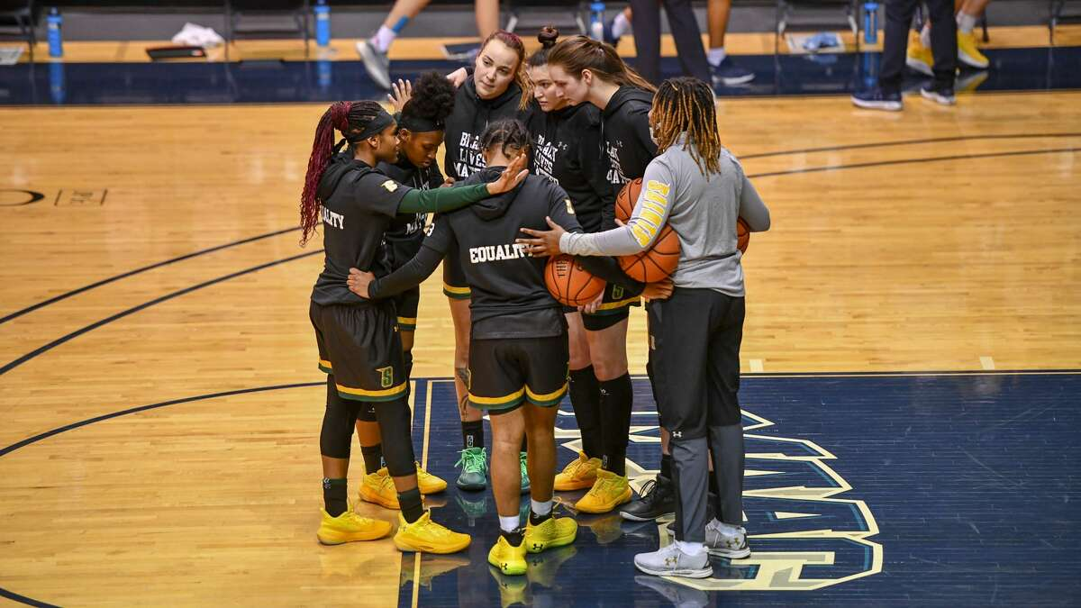 The small contingent of Siena players huddle before the game against Monmouth on Wednesday, Feb. 3, 2021.