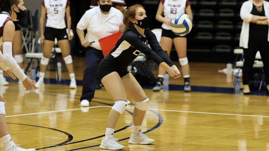 TAMIU battled back after dropping the first two sets Wednesday but fell in the fifth set at St. Edward's. Photo: Courtesy /TAMIU Athletics