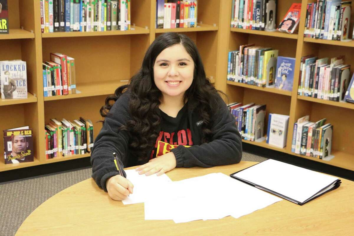 Turner College and Career High School senior Nicole Rubio learned that the handwritten thank-you letters she wrote to essential workers at her school evoked an emotional response from their recipients - and her.