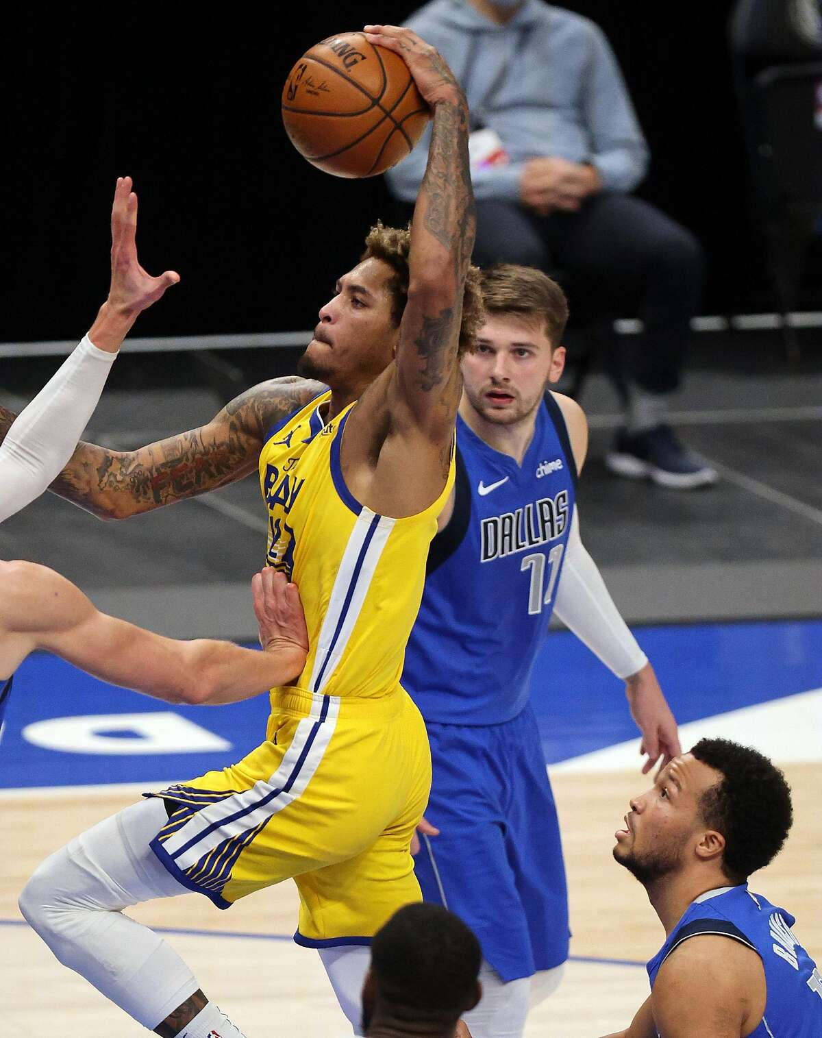 DALLAS, TEXAS - FEBRUARY 04: Kelly Oubre Jr. #12 of the Golden State Warriors takes a shot against the Dallas Mavericks in the third quarter at American Airlines Center on February 04, 2021 in Dallas, Texas. NOTE TO USER: User expressly acknowledges and agrees that, by downloading and/or using this Photograph, User is consenting to the terms and conditions of the Getty Images License Agreement. (Photo by Ronald Martinez/Getty Images)
