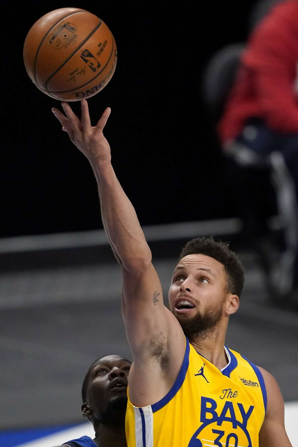 Golden State Warriors' Stephen Curry scored 28 points in 30 minutes against Dallas on Thursday night.