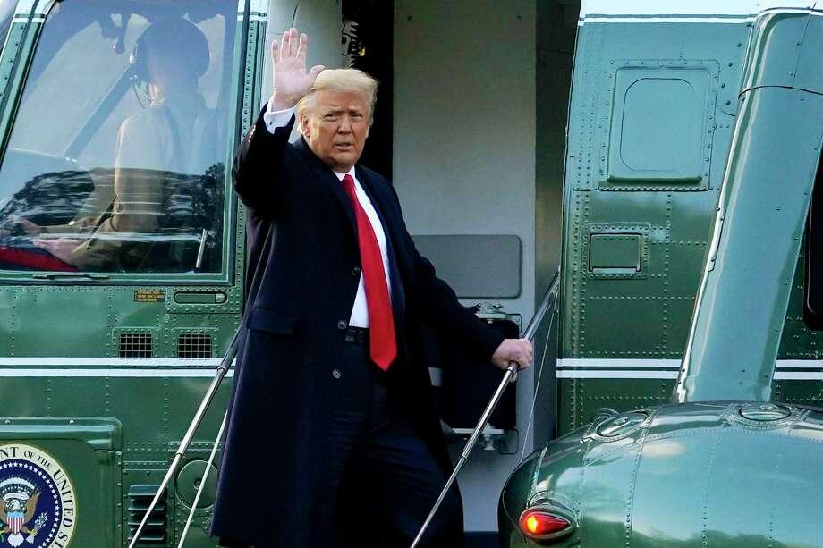 Donald Trump al momento de abandonar la Casa Blanca el 20 de enero del 2021. Photo: Alex Brandon /Associated Press / Copyright 2021 The Associated Press. All rights reserved.