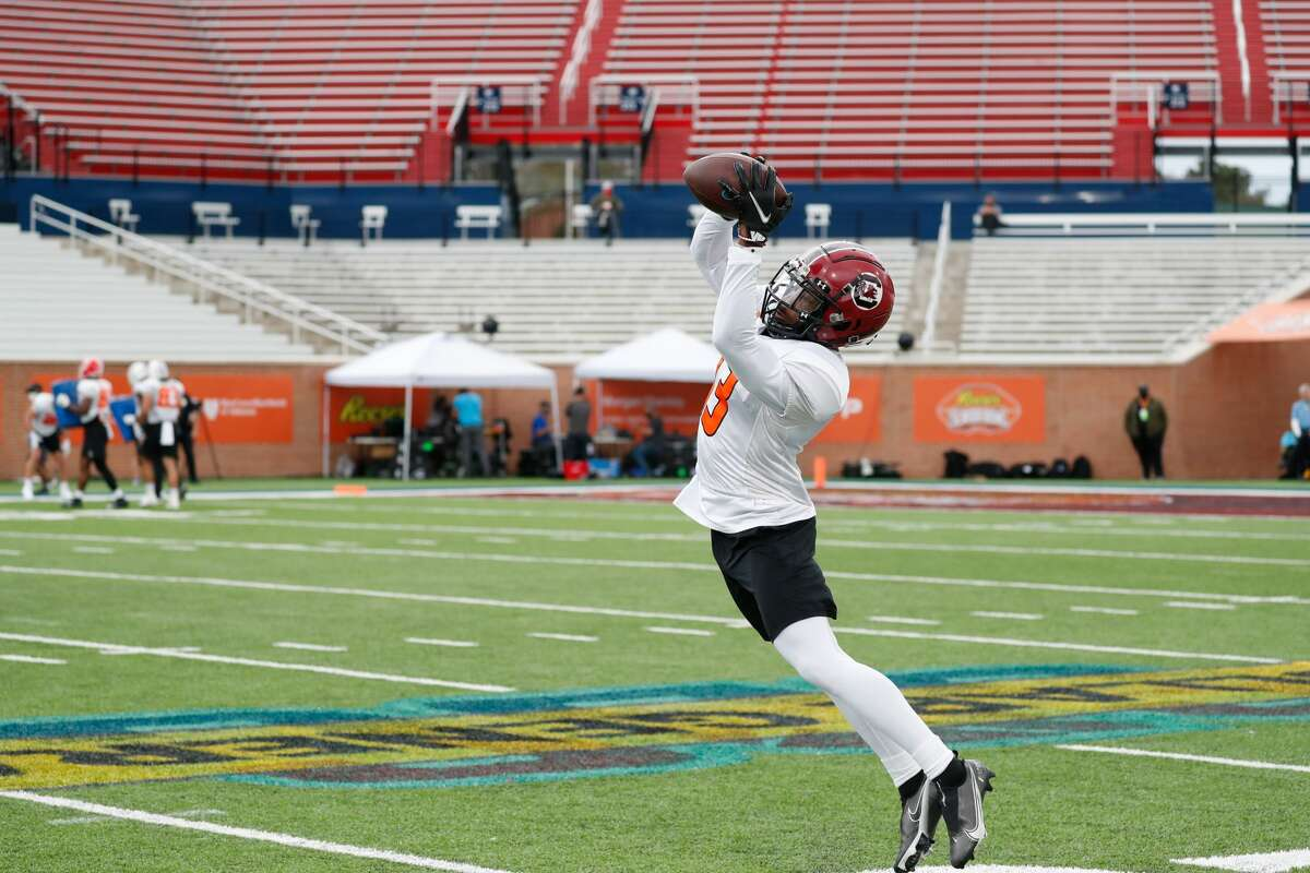 MOBILE, AL - JANUARY 26: Shi Smith of the South Carolina Gamecocks practices for the American Team ahead of the 2021 Reeses Senior Bowl at Hancock Whitney Stadium on January 26, 2021 in Mobile, Alabama. (Photo by Senior Bowl/Collegiate Images/Getty Images)
