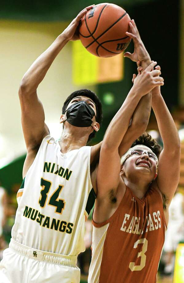 Ian Tovar scored a game-high 22 points Thursday as Nixon beat Eagle Pass 65-46 to secure a playoff berth. Photo: Danny Zaragoza /Laredo Morning Times