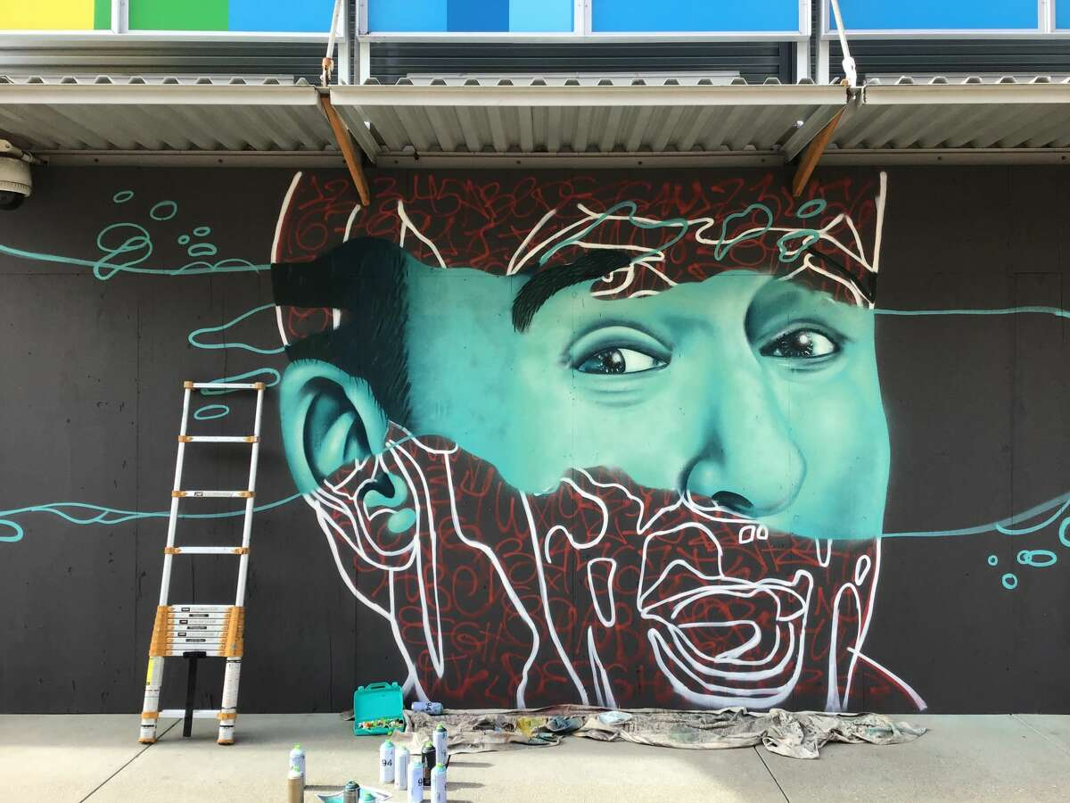 A new Robin Williams mural by artist KeeneVisions was painted at the Bay Street Mall in Emeryville, Calif.