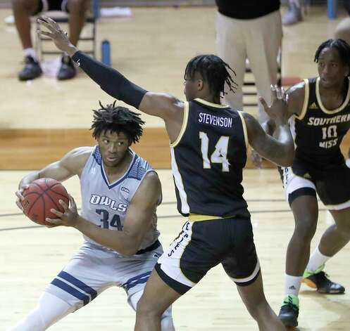 Rice Owls forward Mylyjael Poteat (34) works against Southern Miss Golden Eagles forward Tyler Stevenson (14) during the first half of an NCAA men's basketball game at Tudor Field House in Houston, Friday, Feb. 5. Photo: Karen Warren, Staff Photographer / © 2021 Houston Chronicle