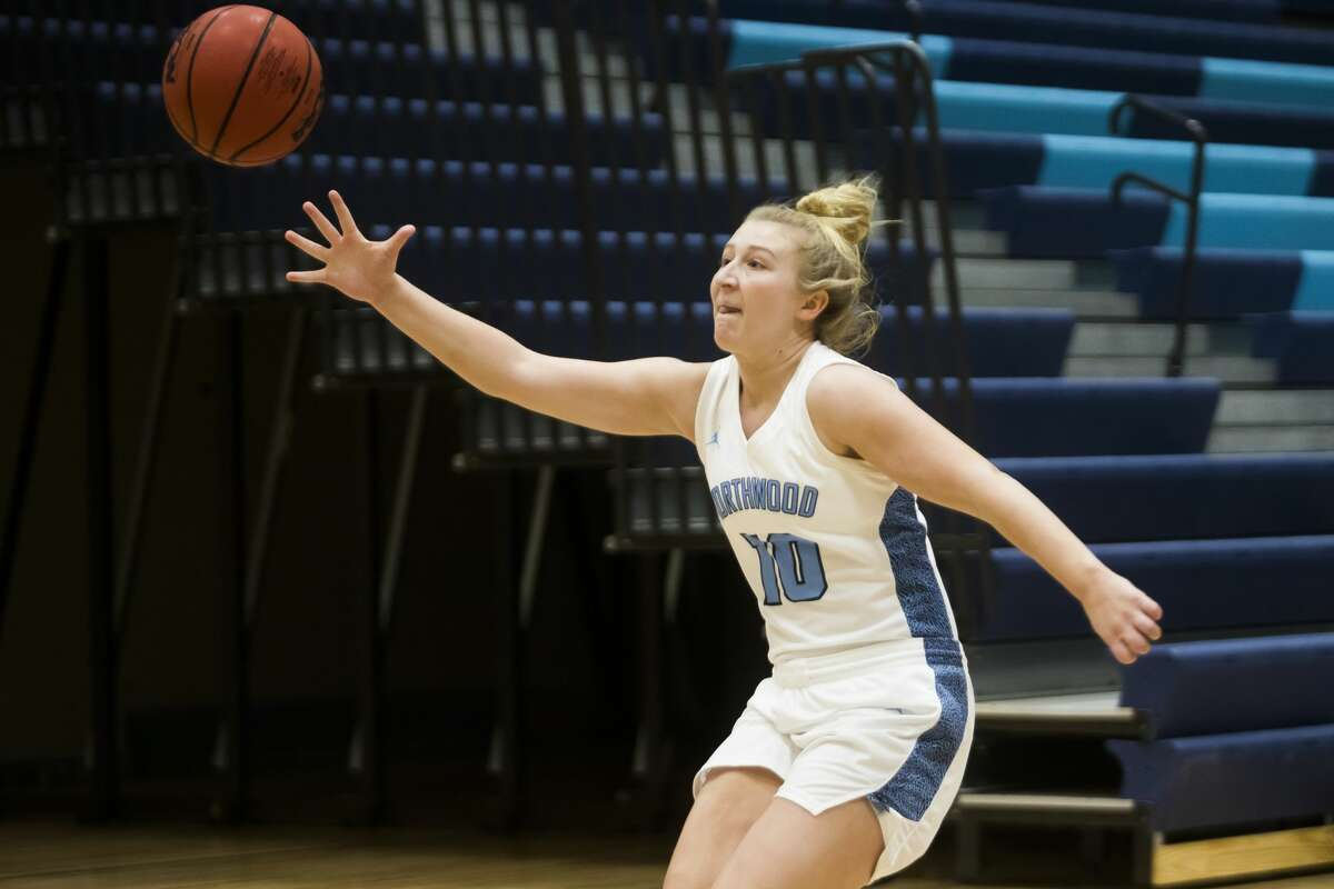 Northwood's Ellie Taylor reaches out to keep the ball in play during a game against Northern Michigan Friday, Feb. 5, 2021 at Northwood. (Katy Kildee/kkildee@mdn.net)
