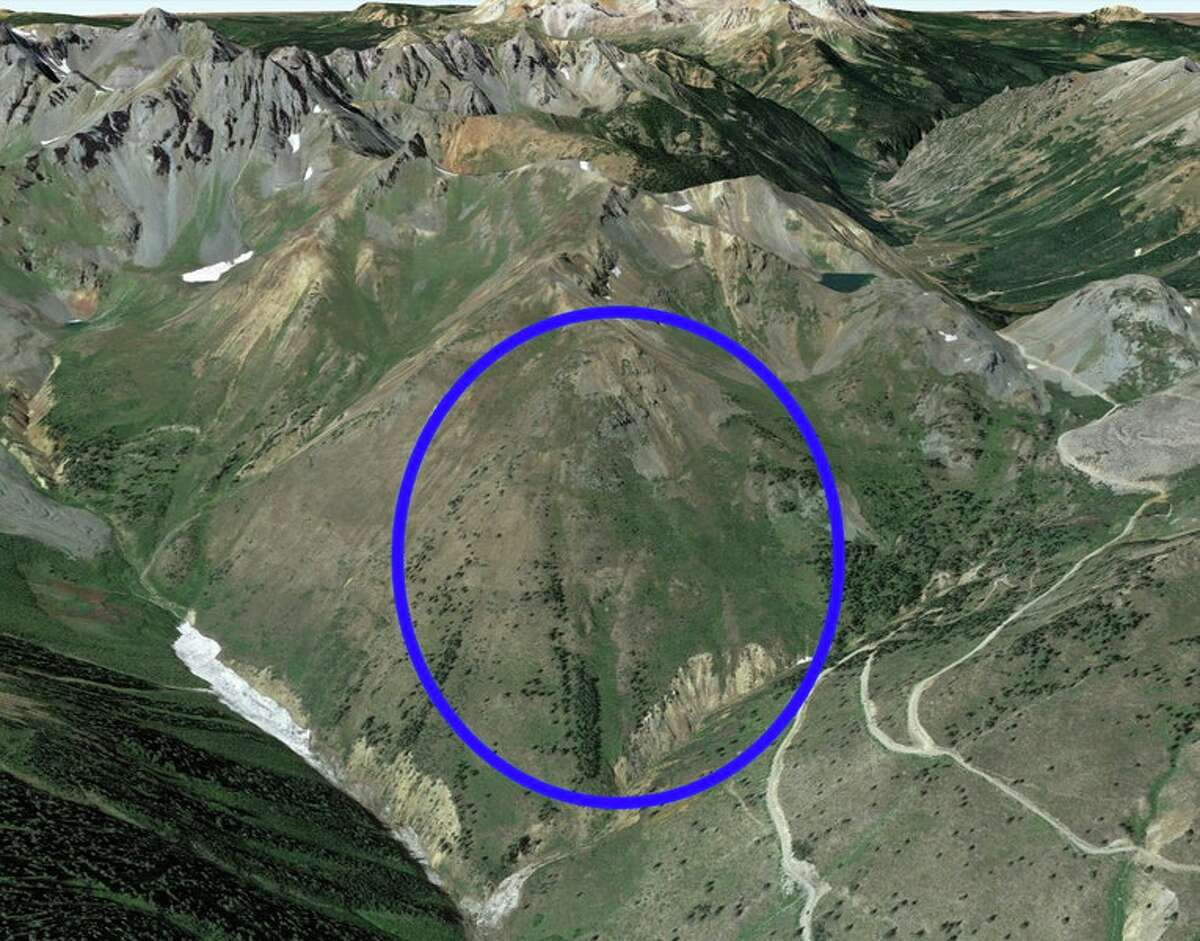 A Google Earth image of the avalanche accident area. The blue oval marks the approximate location of the area.