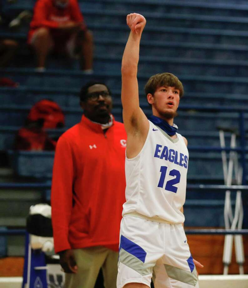 New Caney small forward Samuel Brandon (12), shown here last week against Cleveland, scored 15 points in a win over Dayton Saturday afternoon. Photo: Jason Fochtman, Houston Chronicle / Staff Photographer / 2021 © Houston Chronicle