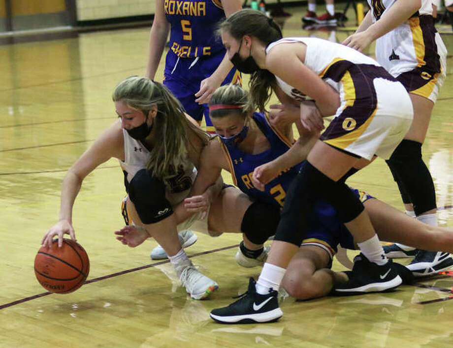 EA-WR's Hannah Allen (left) battles Roxana's Macie Lucas (2) to retain possession of a loose ball while the Oilers' Kayla Henkhaus (right) looks to join the fray on Memorial Gym's Chick Summers Home Court on Saturday afternoon in Wood River. Photo: Greg Shashack / The Telegraph