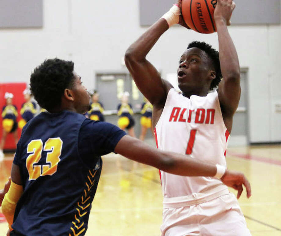 Ja'Markus Gary (1), shown putting up a shot in a game last season, and his Alton Redbirds teammates opened the 2021 season Saturday with a SWC loss to Collinsville at Alton High in Godfrey. Photo: Greg Shashack / The Telegraph