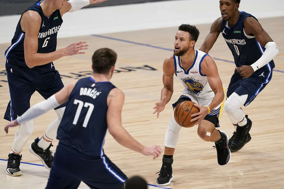 Stephen Curry pulls up for a 3-pointer in front of three Mavericks who undoubtedly expected the shot to go in. They might also have expected to win, something Curry can't do alone.