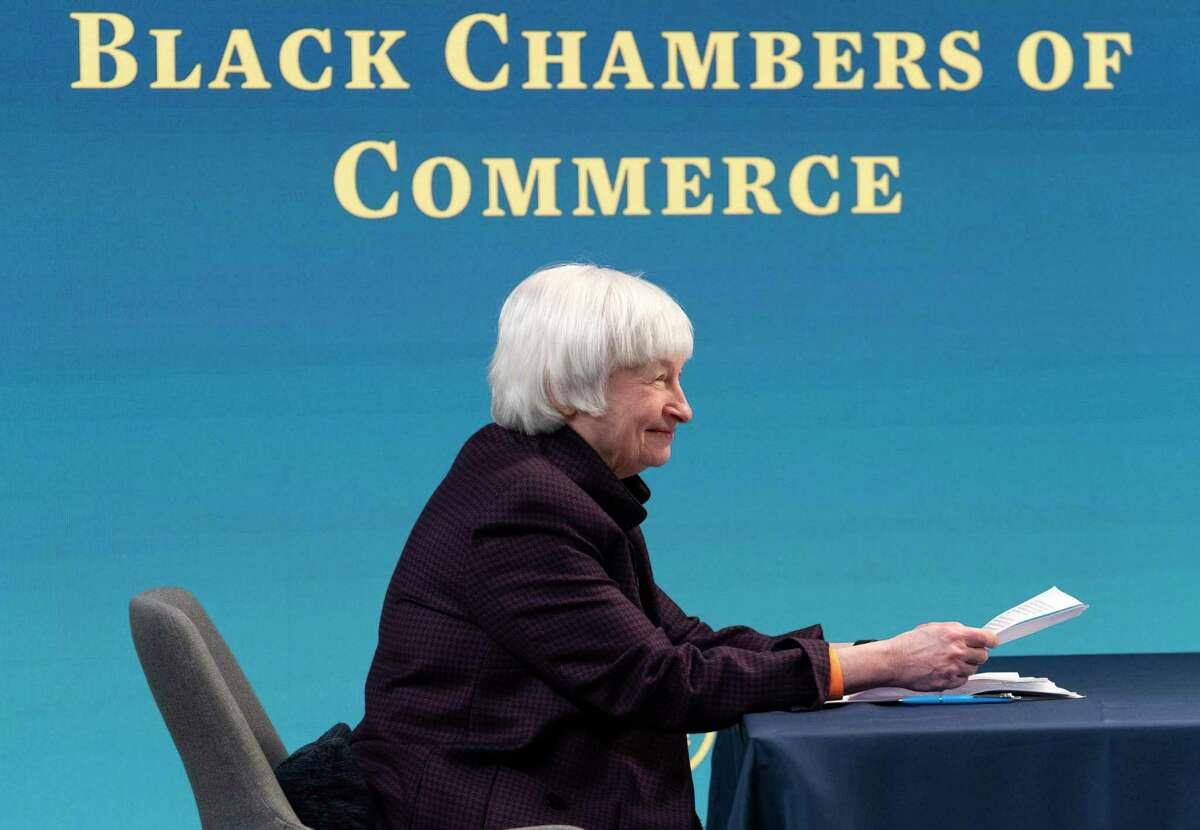 La secretaria del Tesoro Janet Yellen asiste a un mesa redonda virtual con participantes de la Cámara de Comercio Negra del país para discutir el plan de alivio estadounidense el viernes 5 de febrero de 2021, desde el auditorio South Court en el complejo de la Casa Blanca en Washington.