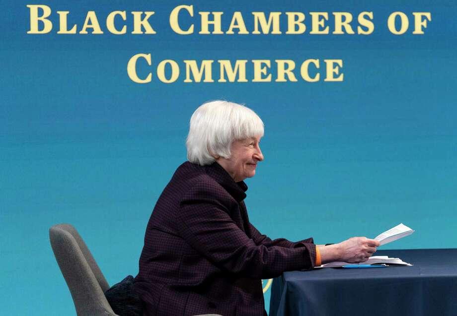 La secretaria del Tesoro Janet Yellen asiste a un mesa redonda virtual con participantes de la Cámara de Comercio Negra del país para discutir el plan de alivio estadounidense el viernes 5 de febrero de 2021, desde el auditorio South Court en el complejo de la Casa Blanca en Washington. Photo: Jacquelyn Martin /Associated Press / Copyright 2021 The Associated Press. All rights reserved.