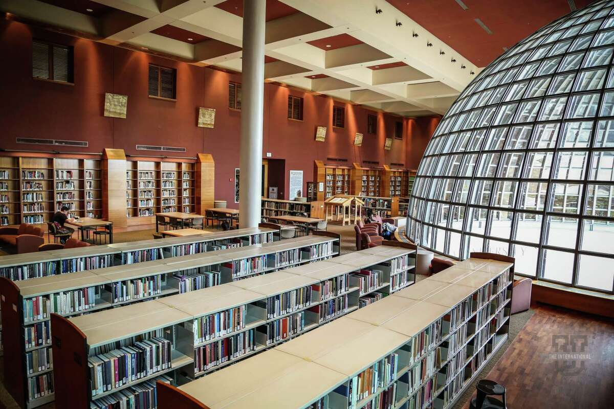An inside view of the Sue and Radcliffe Killam Library