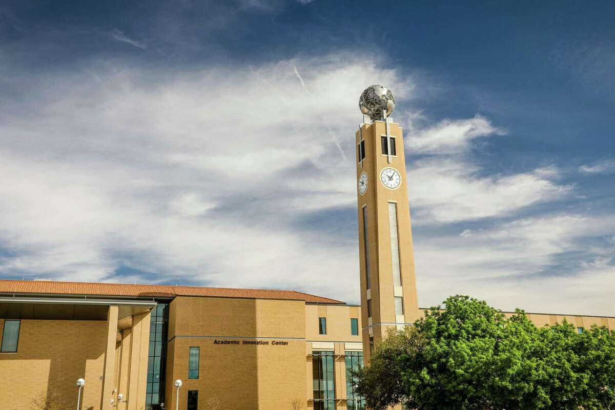External photo of the Academic Innovation Center and the TAMIU Trailblazers Tower, completed in 2020.