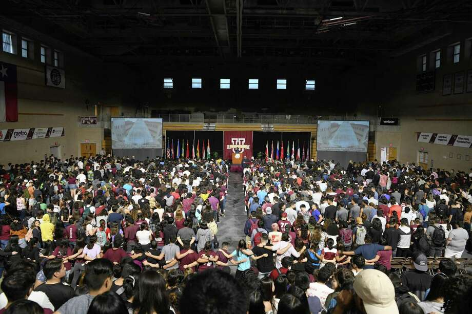 Students and faculty stand on sing the TAMIU Alma Mater during the Freshman Welcome at TAMIU, Friday, September 6, 2019. Photo: Christian Alejandro Ocampo / Laredo Morning Times