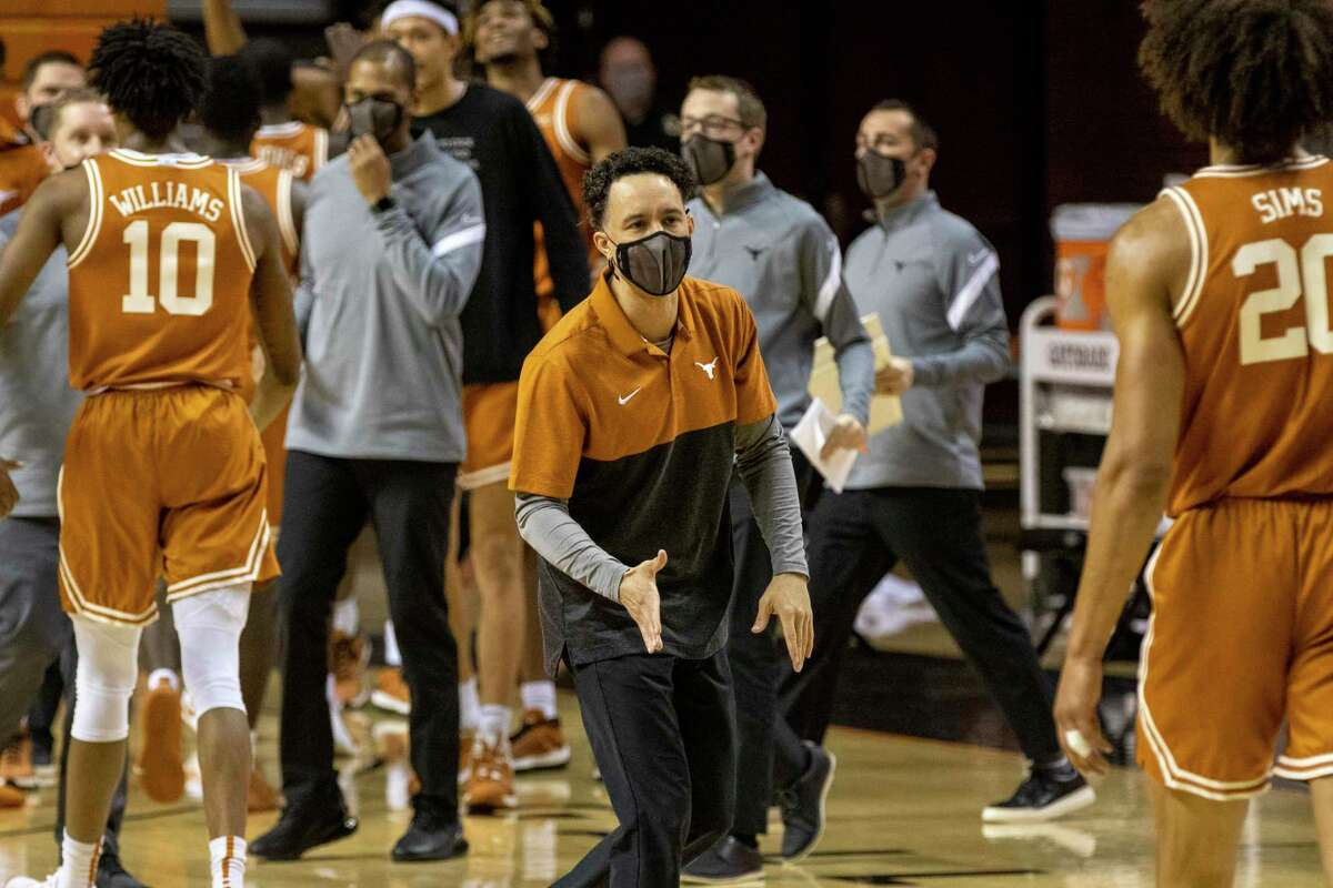 Texas coach Shaka Smart, about to shake hands with forward Jericho Sims on Saturday, says he wants his team to keep being aggressive as it tries to break out of losing four of five games.