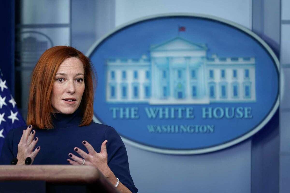 La secretaria de prensa de la Casa Blanca Jen Psaki durante un informe a los medios de comunicación en la Casa Blanca, el lunes 8 de febrero de 2021, en Washington.
