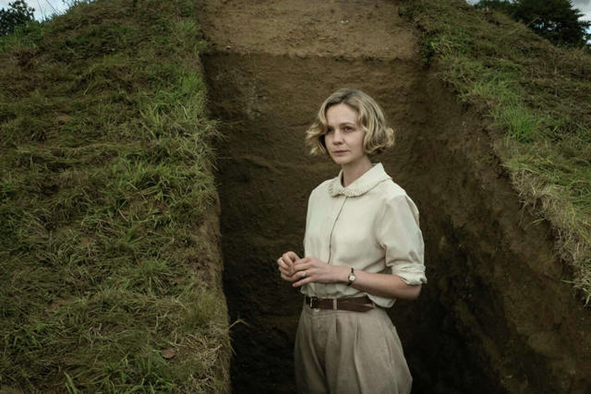 """This image released by Netflix shows Carey Mulligan in a scene from """"The Dig."""""""