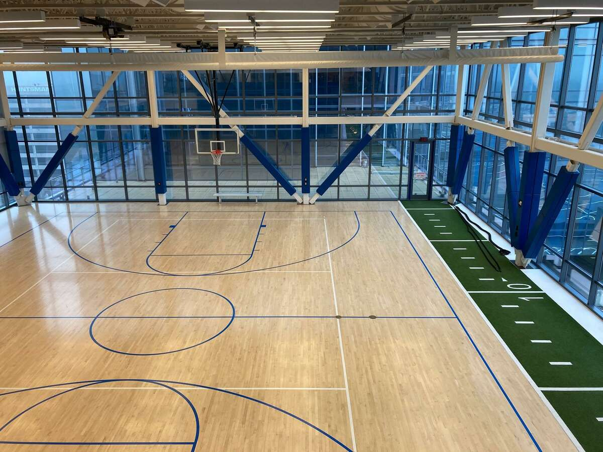 Amenities at 9950 Woodloch Forest Tower include a basketball court and gym. The Howard Hughes Corp. is marketing the building to tenants.