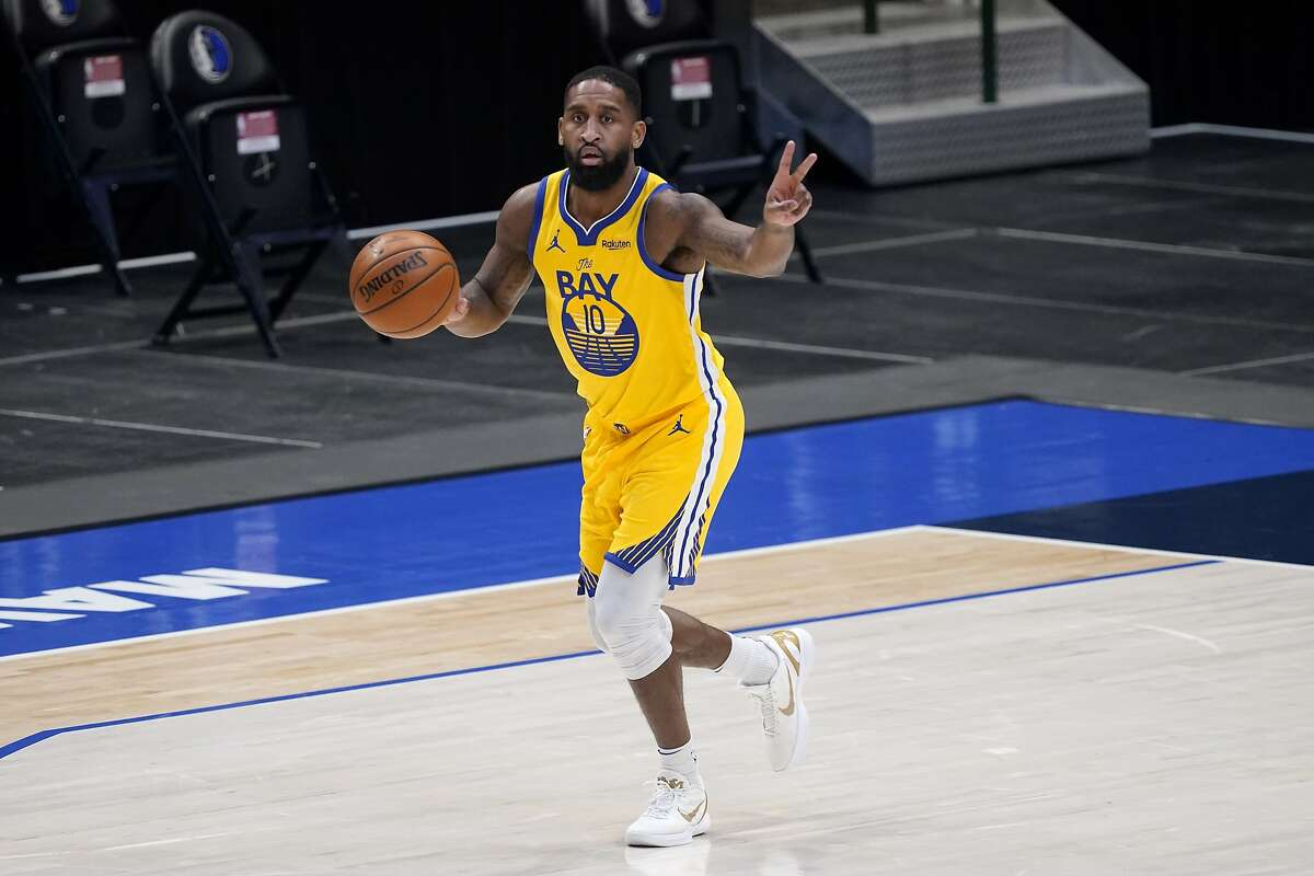 Golden State Warriors' Brad Wanamaker handles the ball during an NBA basketball game against the Dallas Mavericks in Dallas, Thursday, Feb. 4, 2021. (AP Photo/Tony Gutierrez)