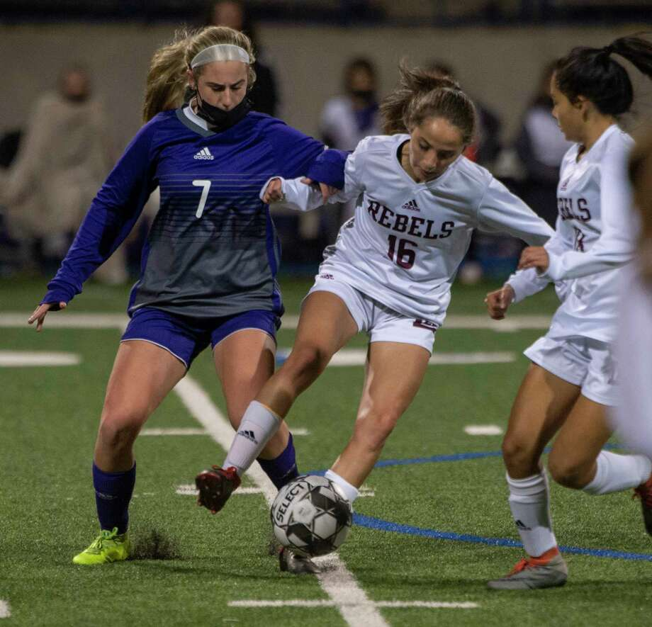 Midland High's Kinsey Hill tries to get the ball from Lee High's Karli Ramos 02/09/2021 at Grande Communications Stadium. Tim Fischer/Reporter-Telegram Photo: Tim Fischer, Midland Reporter-Telegram