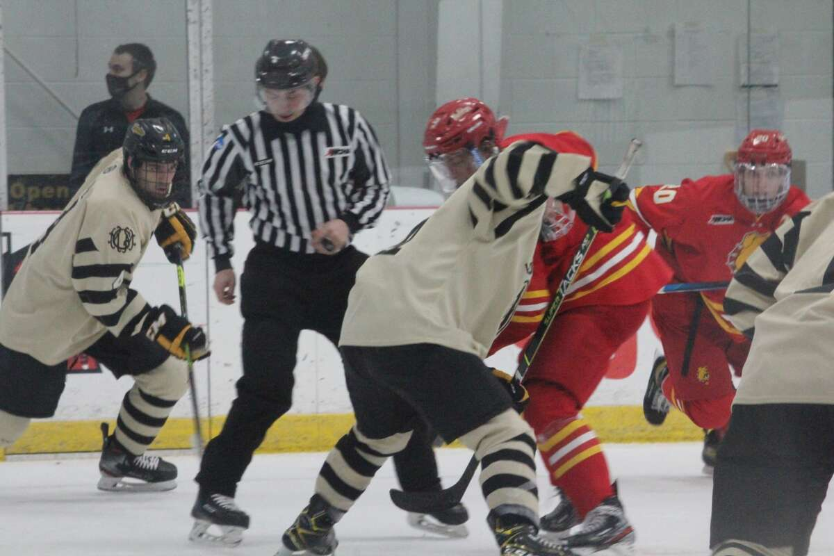 The game went down to the wire but Michigan Tech's hockey team edged Ferris State 2-1 on Tuesday