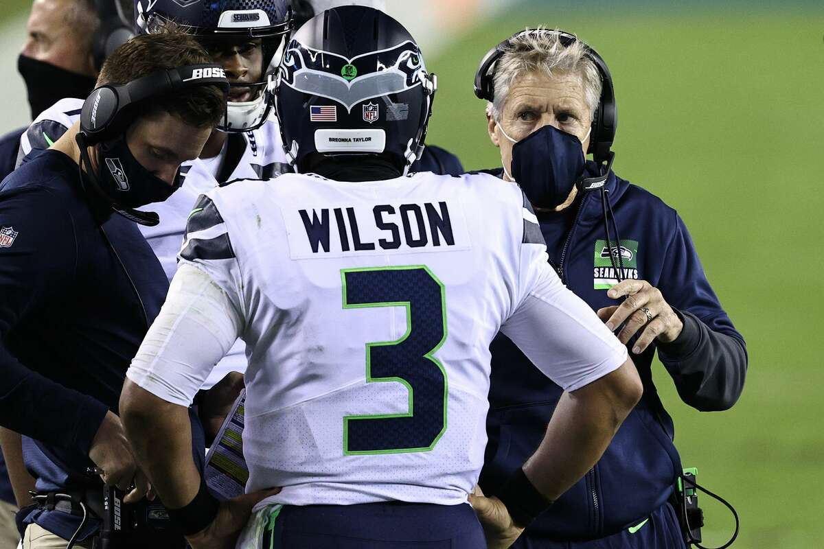 PHILADELPHIA, PENNSYLVANIA - NOVEMBER 30: Head coach Pete Carroll of the Seattle Seahawks talks with Russell Wilson #3 during the first quarter against the Philadelphia Eagles at Lincoln Financial Field on November 30, 2020 in Philadelphia, Pennsylvania. (Photo by Elsa/Getty Images)
