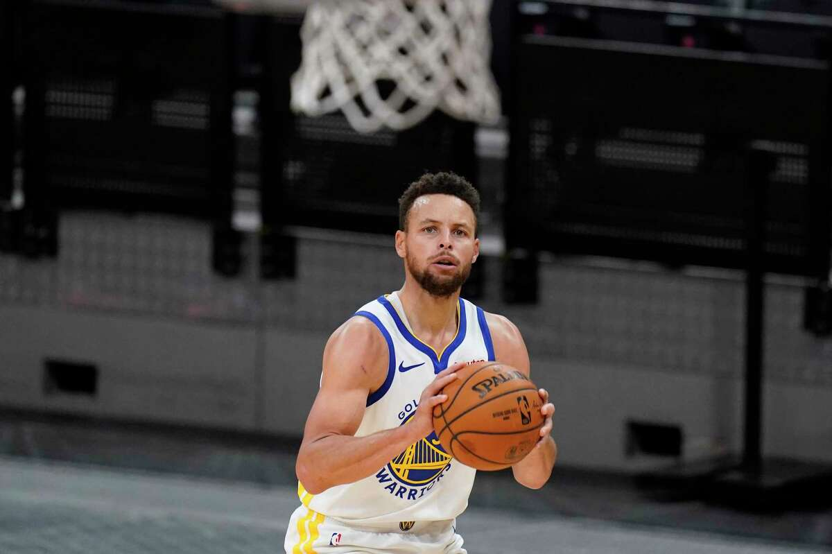 Golden State Warriors guard Stephen Curry (30) shoots against the San Antonio Spurs during the second half of an NBA basketball game in San Antonio, Tuesday, Feb. 9, 2021. (AP Photo/Eric Gay)