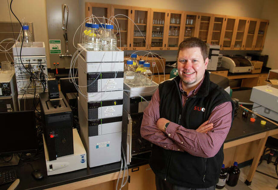 """Southern Illinois University Edwardsville's Kevin Tucker has been nominated as a """"Difference Maker"""" for his mentorship of students."""