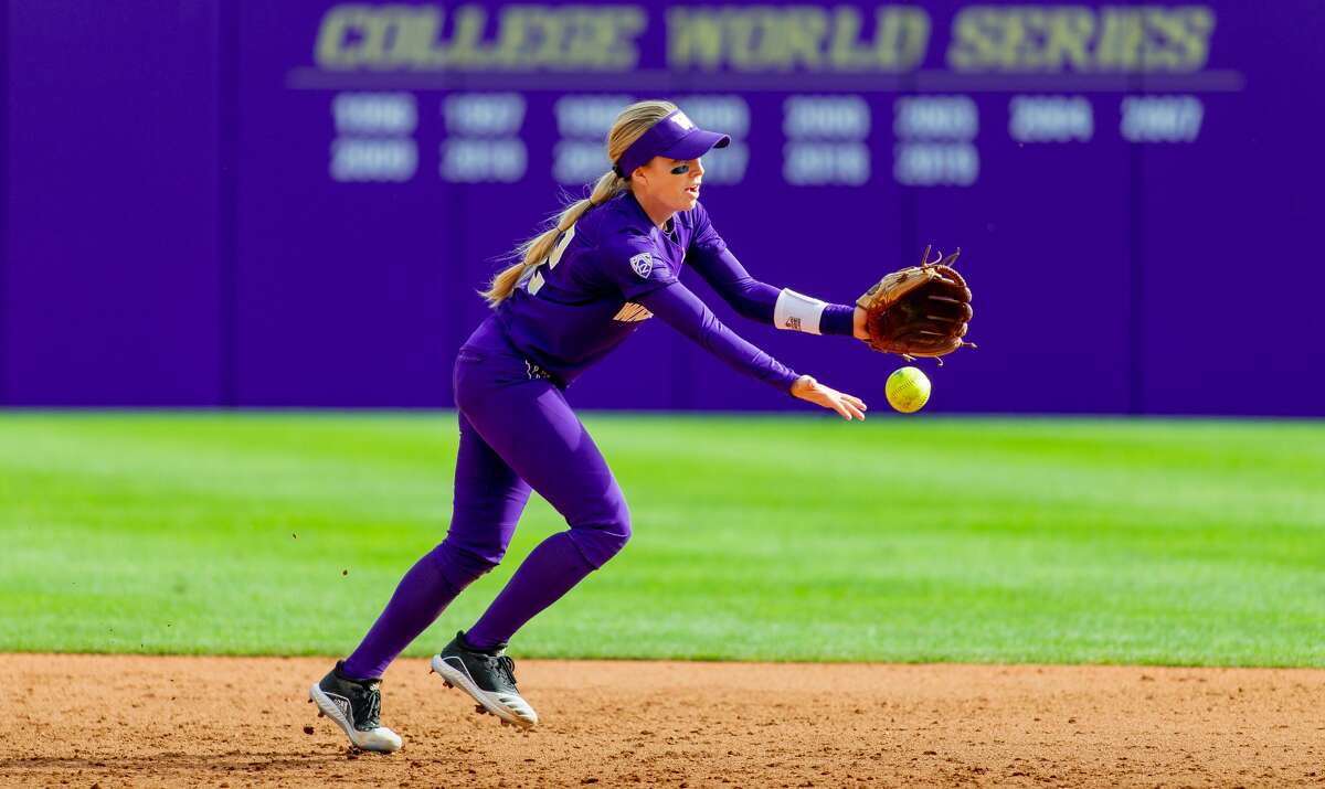 The University of Washington softball team hosts the Husky Fall Classic on October 12, 2019. (Photography by Scott Eklund /Red Box Pictures)