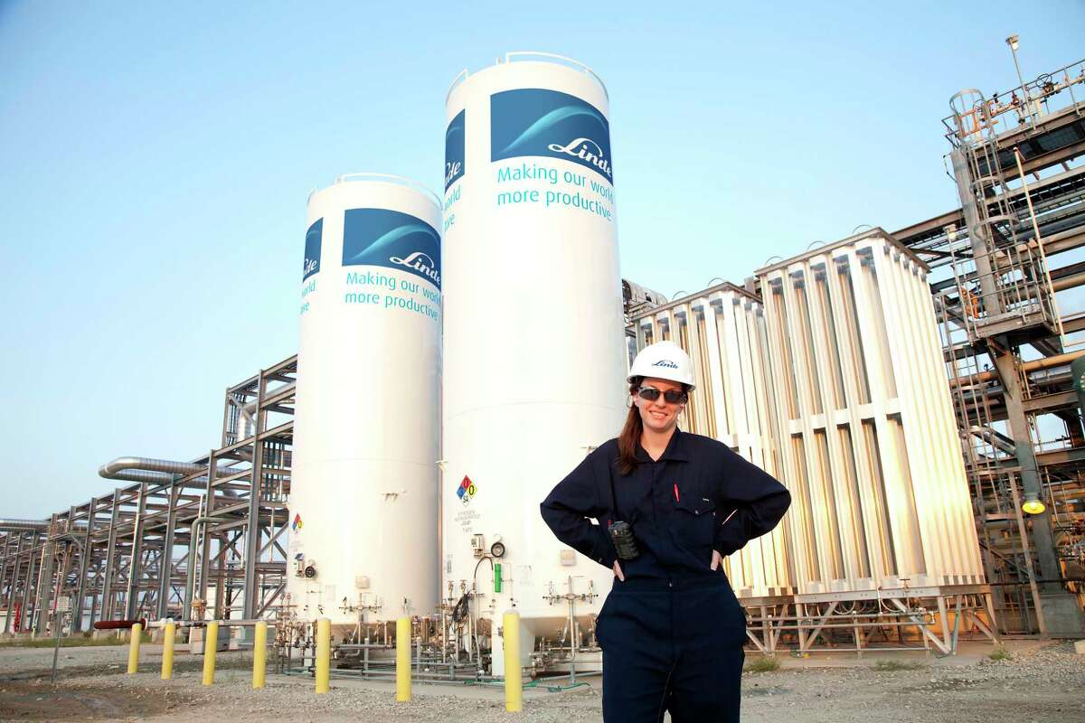 Linde engineer at the company's Port Arthur hydrogen refinery facility