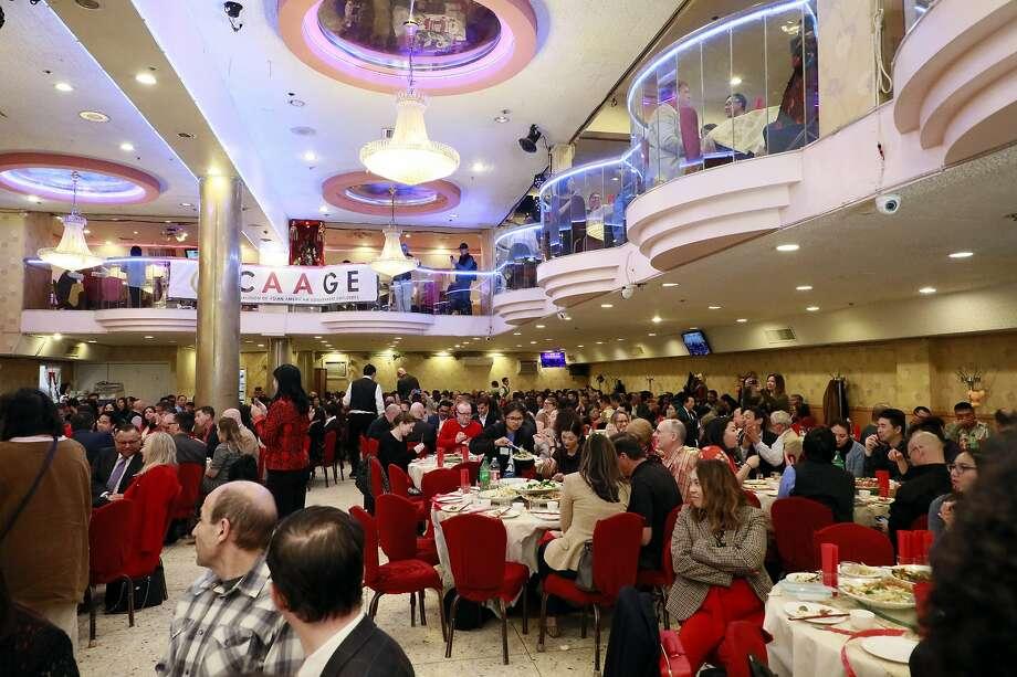 2020年2月20日,在三藩市宣布居家避疫令前,三藩市华埠的新亚洲大酒楼和往常一样是热闹宴会的场所,当天是亚裔公务员协会(CAAGE)年度晚宴。疫情令这些宴会不复再见。Photo: Frank Jang