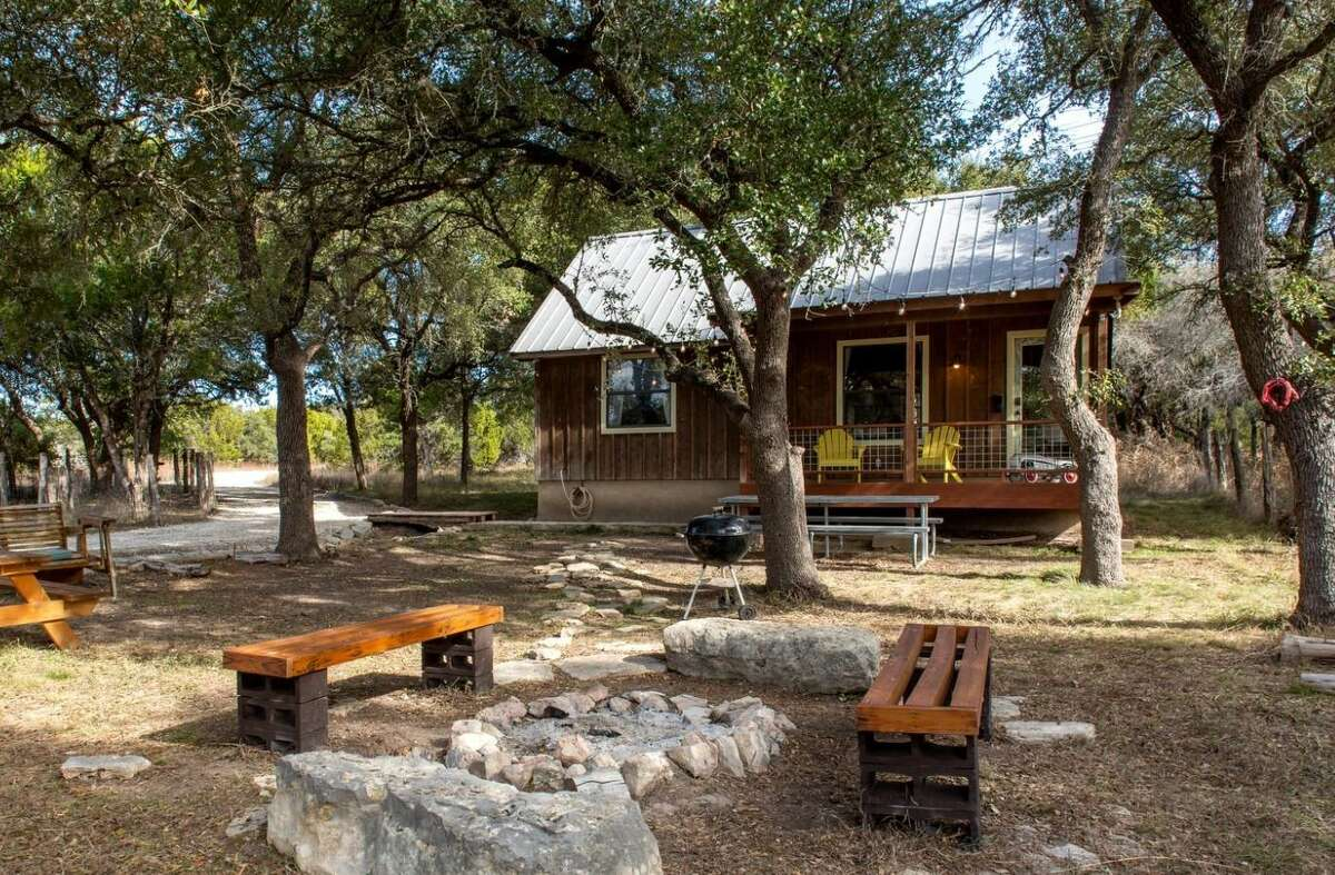 Spacious Texas cabin: 3 hours and 46 minutes from Houston.