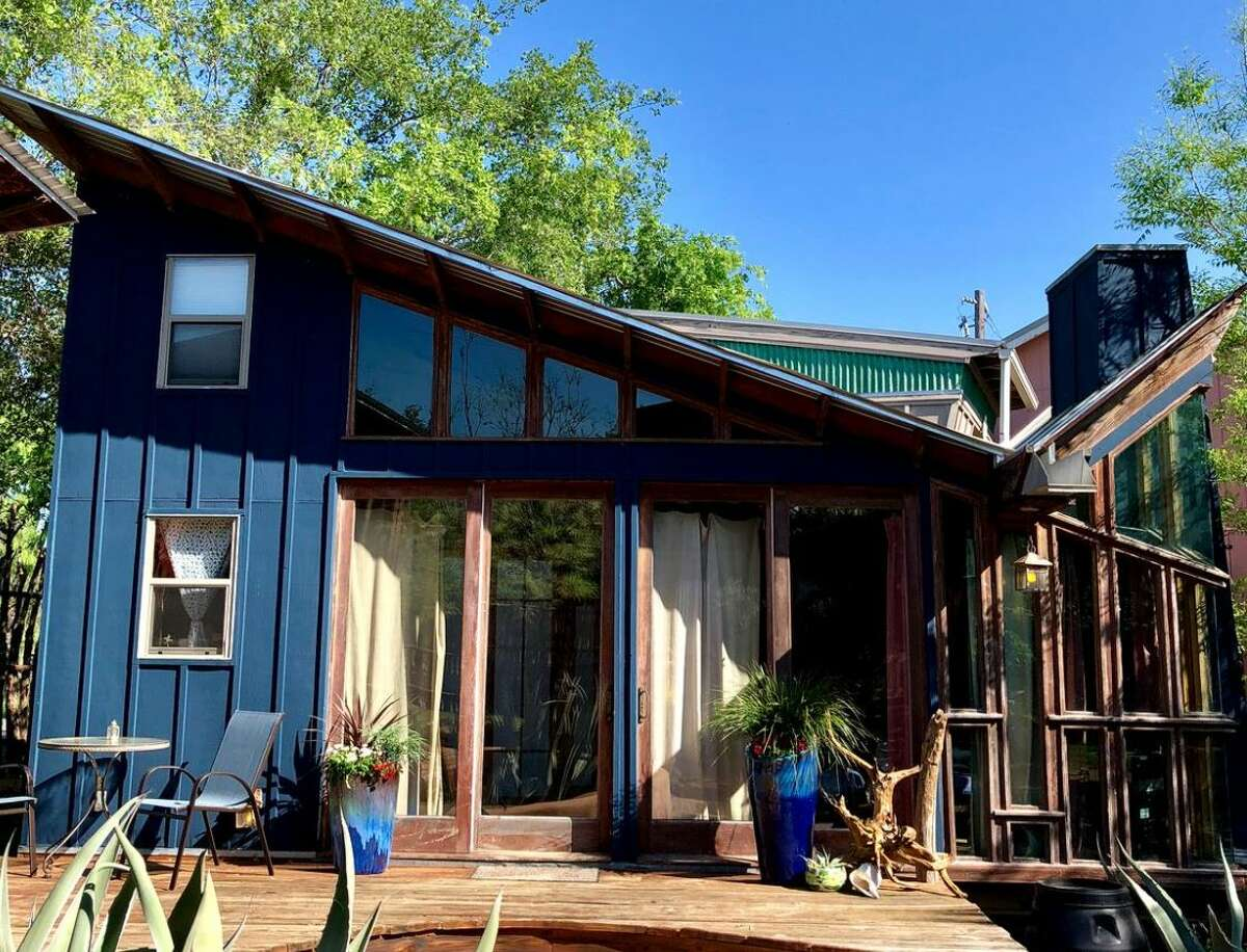 Eco-cabin with yoga retreat: 3 hours and 39 minutes from Houston.