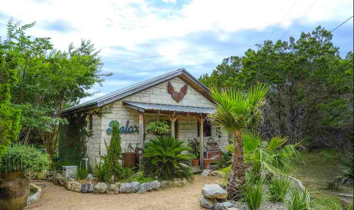 Romantic cabin retreat: 3 hours and 19 minutes from Houston.