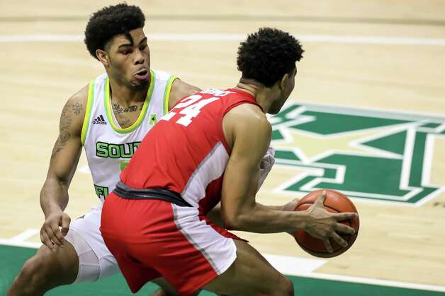 Houston's Quentin Grimes (24) drives against South Florida's David Collins during the second half of an NCAA college basketball game Wednesday, Feb. 10, 2021, in Tampa, Fla. Houston won 82-65. (AP Photo/Mike Carlson) Photo: Mike Carlson, Associated Press / Copyright 2021 The Associated Press. All rights reserved