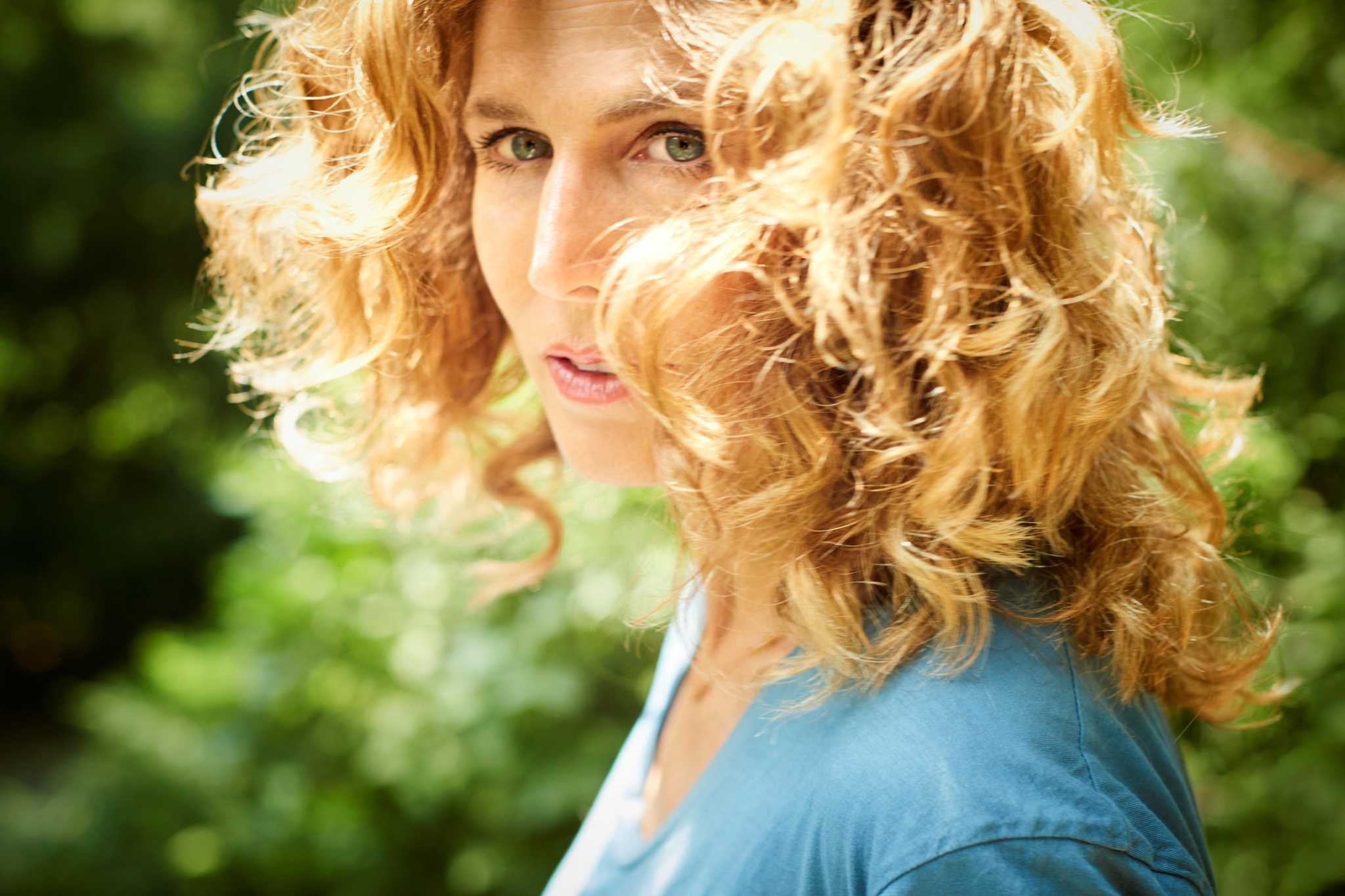 """'I go from flower to flower now': Sophie B. Hawkins talks about living life """"as a bee"""" during the pandemic"""